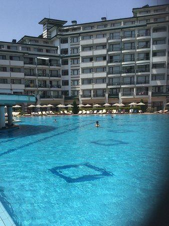 Emerald Beach Resort & Spa: Swim to bar