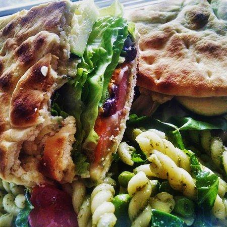 Kennicott, AK: Veggie Flatbread w/ pasta salad