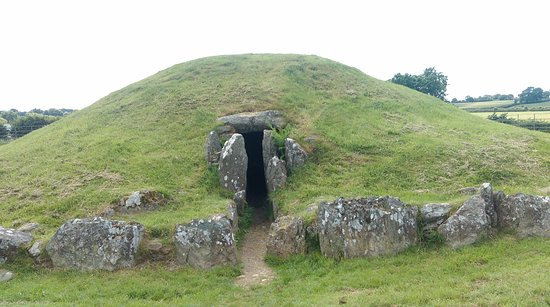 Gaerwen, UK: Bryn Celli Ddu East Entrance