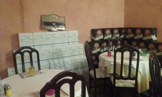 Legnago, إيطاليا: sala con cantinetta