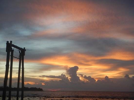 Balenta Bungalows: beautiful sunset view