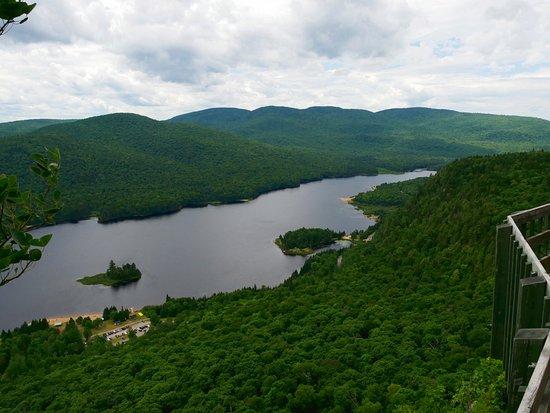 Lac-Superieur, كندا: Lac Monroe depuis le belvédère du sentier la Coulée