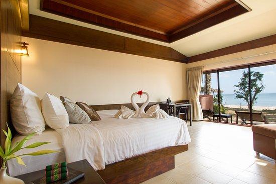 Anda Lanta Resort: Beach Front Villa