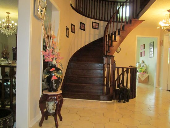 Markham, Canadá: Staircase to upper rooms