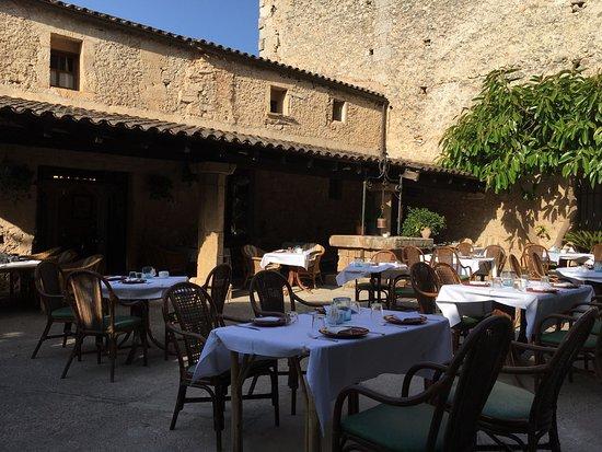 Santa Margalida, Ισπανία: Das Ambiente mal bei Tag und bei Nacht . Ferner eine Auswahl der Gerichte ... Das Fleischrad für