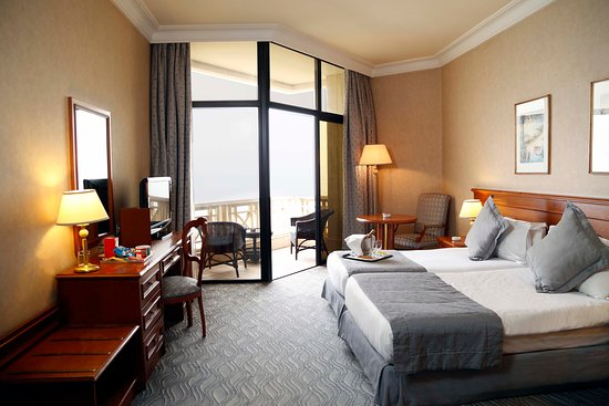 The BayView Hotel: Deluxe Twin Rooms With Sea View