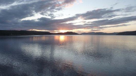 Thon Hotel Kirkenes: Bild från hotellrummet tagen kl. 00.19