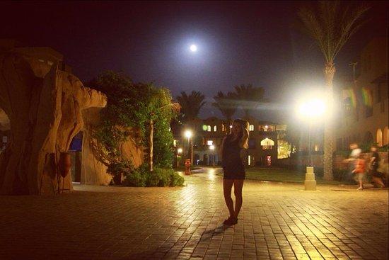 Stella Di Mare Beach Resort & Spa Makadi Bay: Вечерняя прогулка по территории