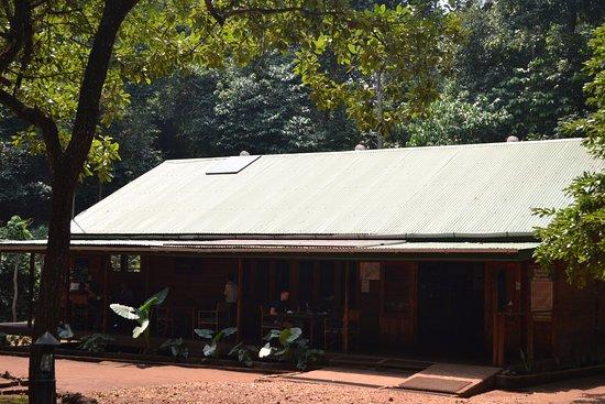 Национальный парк Марчисон-Фолз, Уганда: Eating in front of main reception