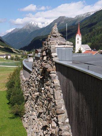 Alpinarium Galtür: Blick auf Galtür von er Dach-Aussichtsplattform.