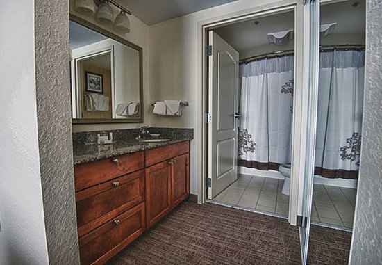 Morgantown, WV: King Studio Suite Bathroom