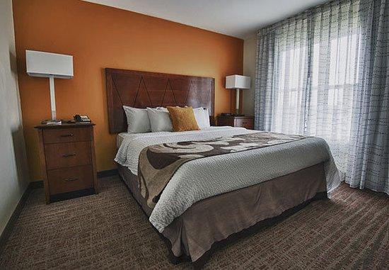 Morgantown, Virginia Occidental: One-Bedroom Suite – Sleeping Area