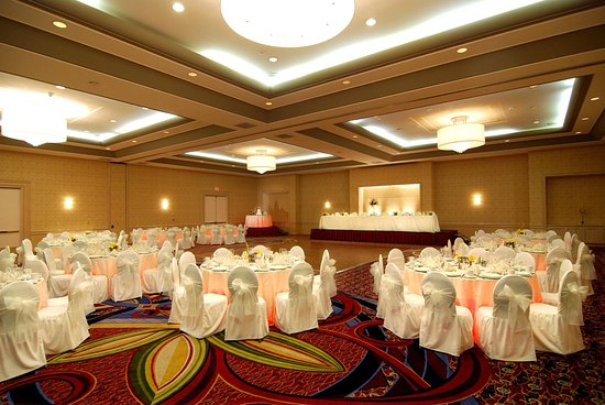 Norwalk, Kalifornien: Vineyard Ballroom Wedding