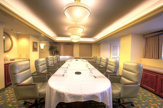 Norwalk, Kalifornien: Zinfandel Board Room