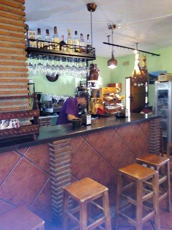 Órgiva, Spanien: el bar tiene un servicio profesional