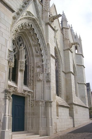 ‪Eglise Saint Hilaire du Martray‬