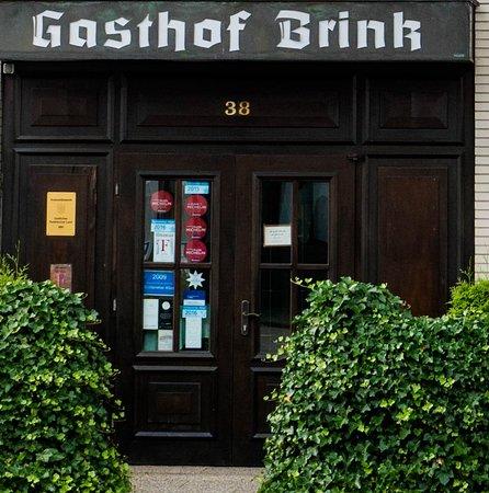 Hoevelhof, Allemagne : .. aber, dass hier ein hervorragendes Restaurant ist, sieht man an den Auszeichnungen in der Tür