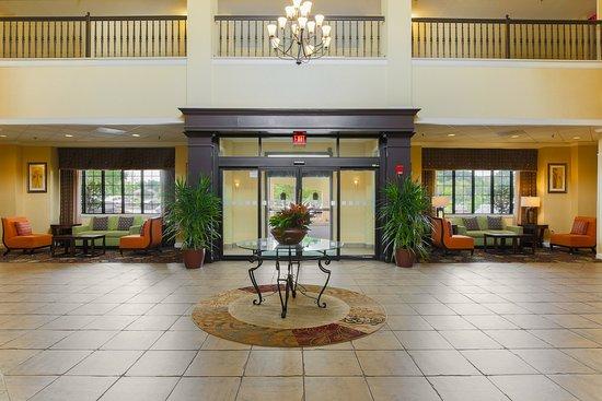 Holiday Inn Charleston-Mount Pleasant: Lobby