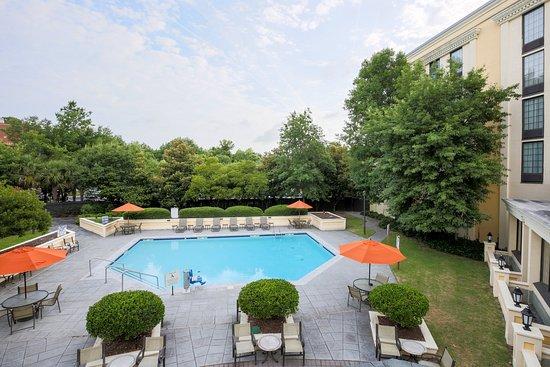 Holiday Inn Charleston-Mount Pleasant: Pool and Patio