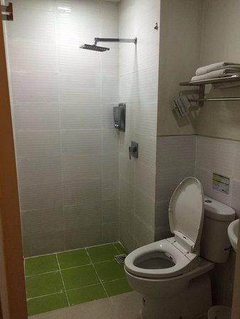 Sabun Mandi Habis Dan Tissue Tinggal Sedikit Picture Of Cozy Stay Denpasar Tripadvisor