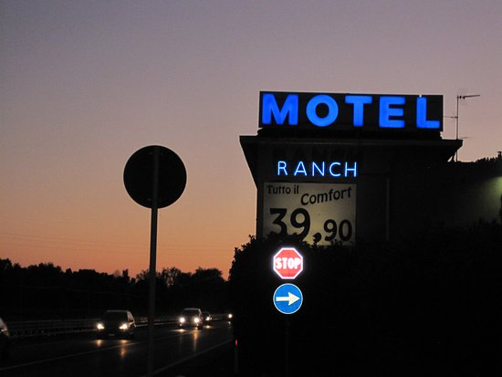 ‪Motel Ranch‬