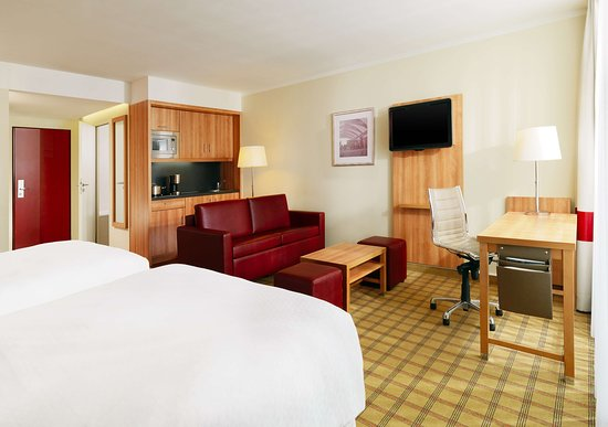 Four Points by Sheraton München Central: Studio & Family Room