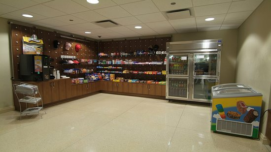 Rosemont, IL: Holiday Inn Express 24-Hour MarketPlace for your last minute needs