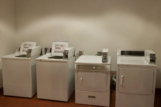 Rosemont, IL: Holiday Inn Express 24-hour Laundry Facility