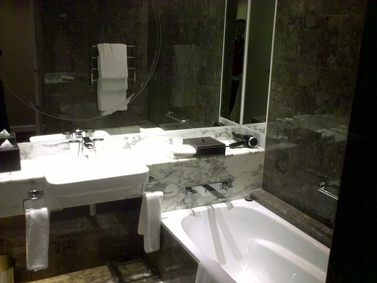 Grand Hyatt Melbourne: Tub