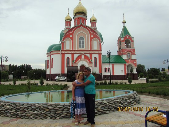 Kurchatov, Russia: Бассейн на территории храма