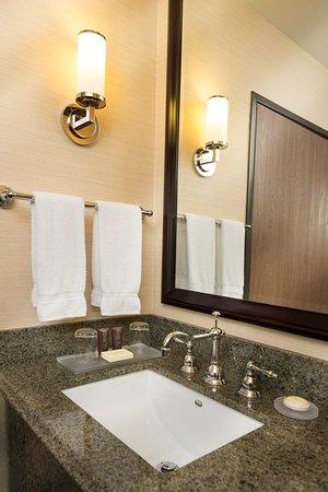 Ayres Suites Diamond Bar: Bathroom Vanity