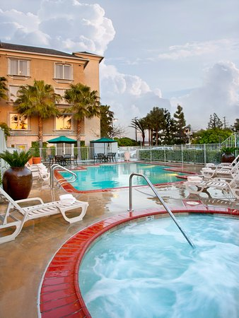 Ayres Hotel Anaheim: Pool