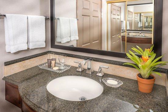 Ayres Hotel Laguna Woods: Bathroom Vanity