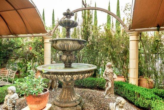 Laguna Woods, Kaliforniya: Courtyard Fountain