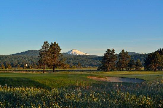 Sunriver Resort_Golf_Meadows hole 18