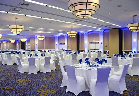 Waterbury, CT: Ballroom – Social Event Setup
