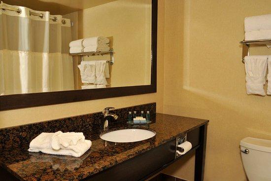 Newmarket, Canadá: Guest Bathroom