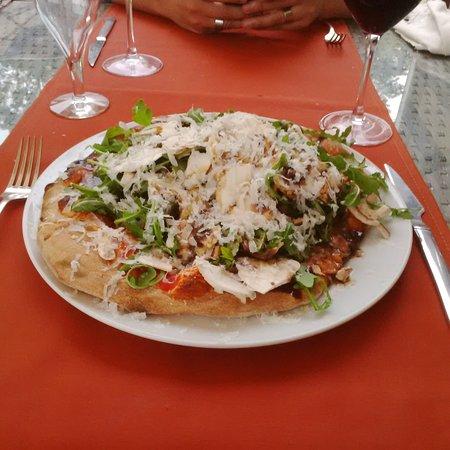 Pizza au petits gris de namur picture of i giardini di bacco barvaux tripadvisor - I giardini di bacco ...