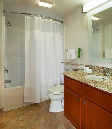 Sterling, VA: Suite Bathroom