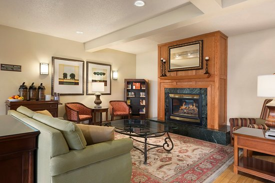 Country Inn & Suites By Carlson, Mankato Hotel and Conference Center: MANKLiving Room With Fireplace
