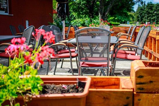 Dudinska Oblatkaren: Vonkajšie sedenie / Outdoor seating