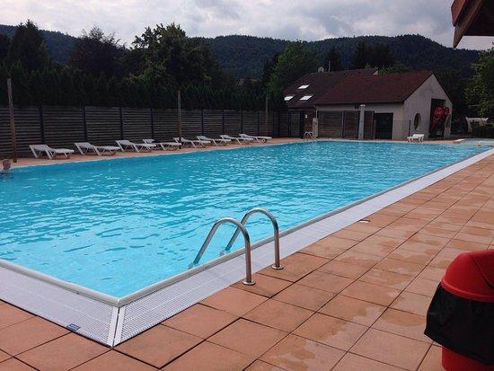 Celles-sur-Plaine, Frankrike: Zwembad van de camping