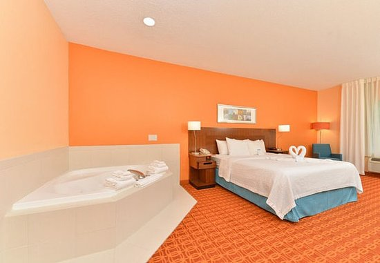 Smyrna, TN: King Whirlpool Suite