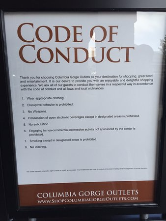 Troutdale, OR: Itʻs great that the mall displays their code of conduct.