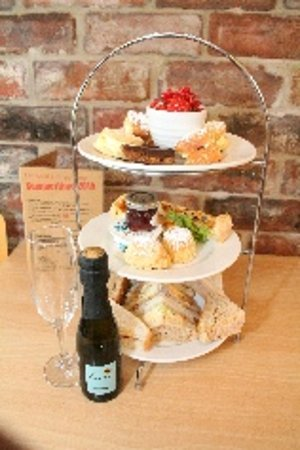Dronfield, UK: Ferndale ALL DAY afternoon tea