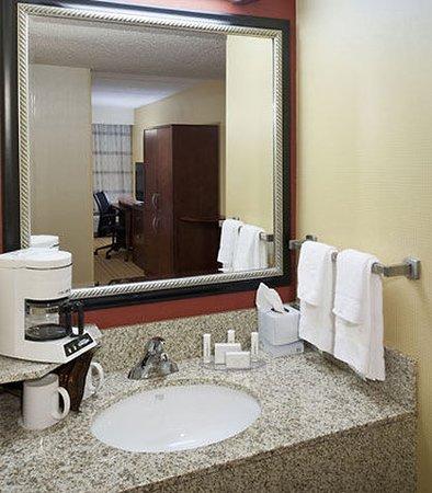 Harrisonburg, Wirginia: Guest Room Vanity