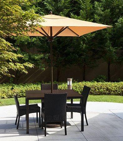Harrisonburg, VA: Outdoor Dining Area