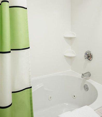Manhattan, KS: King Spa Bathroom
