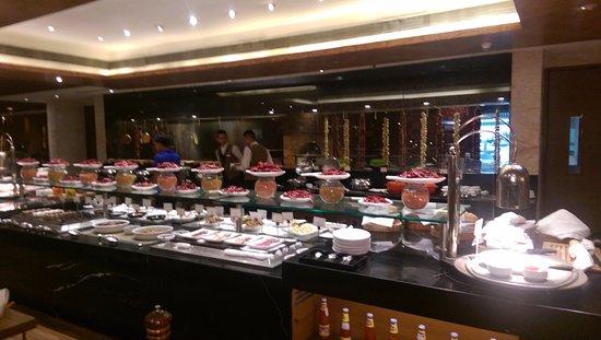 Enjoyable The Buffet Picture Of Radisson Blu Kaushambi Delhi Ncr Download Free Architecture Designs Rallybritishbridgeorg