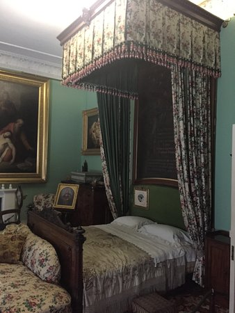 Osborne House: Posh bed